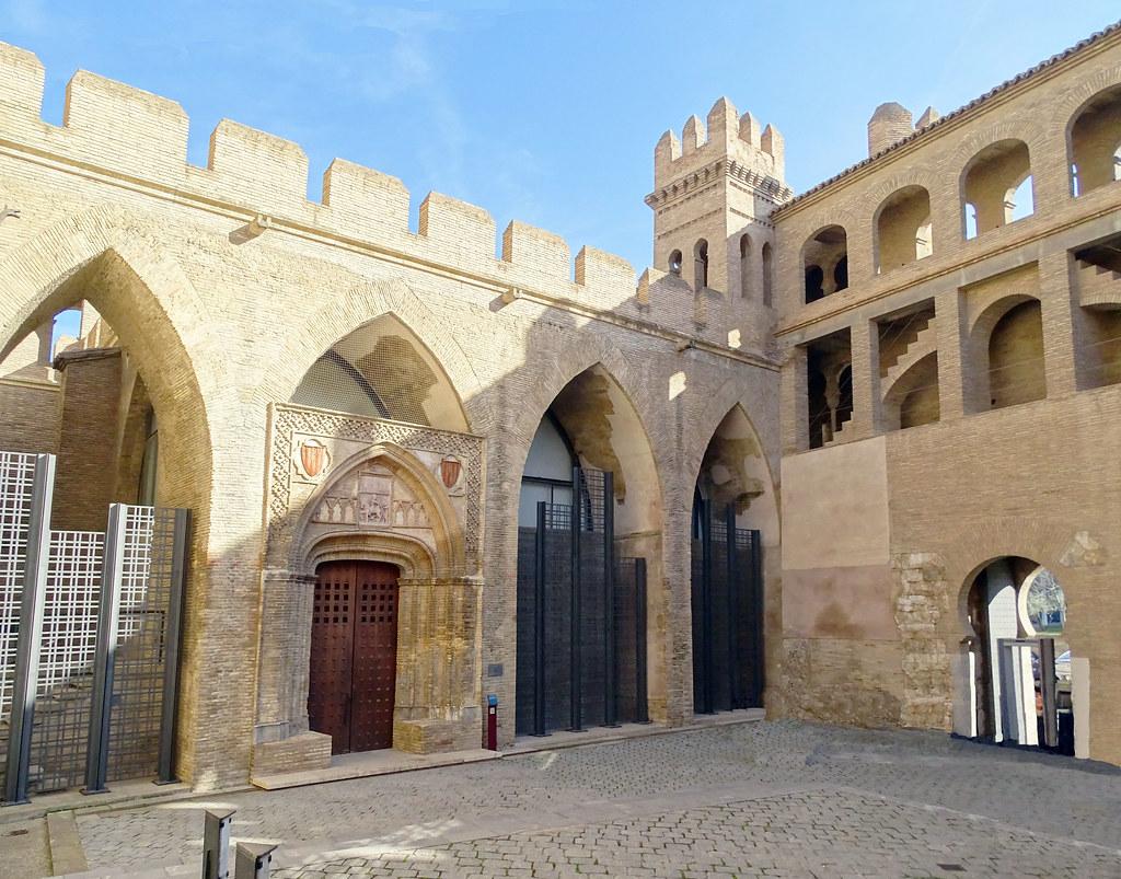 portada iglesia y Patio de San Martin Palacio Aljaferia Zaragoza 01