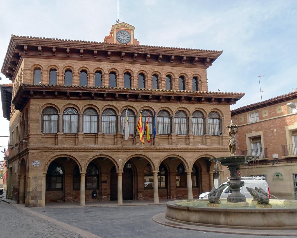 Ayuntamiento y Fuente de la Mora Cariñena Zaragoza