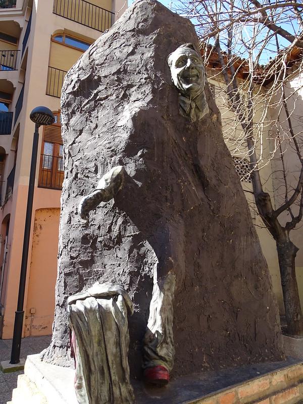 Escultura Monumento a Paco Martinez Soria actor comico Tarazona Zaragoza
