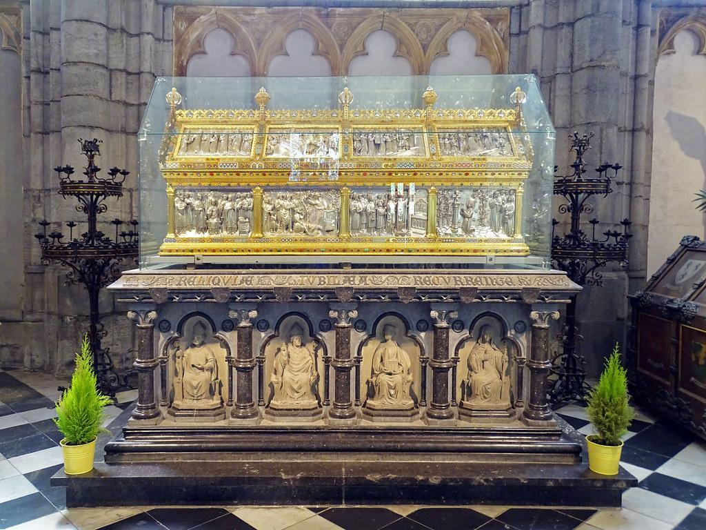 Capilla santuario de Saint-Lambert en oro y plata reliquias de San Lambert interior Catedral San Pablo Cathédrale Saint Paul Lieja Belgica