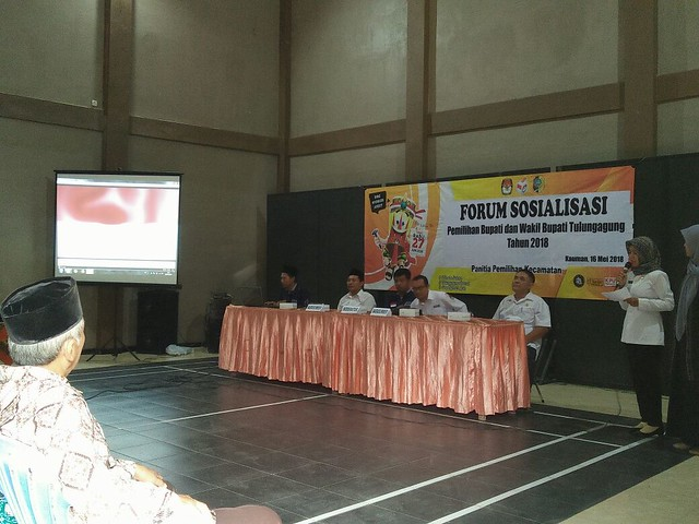 Suyitno Arman saat menyampaikan materi sosialisasi di kecamatan kauman (16/5)