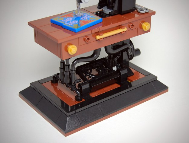 LEGO Antique Sewing Machine