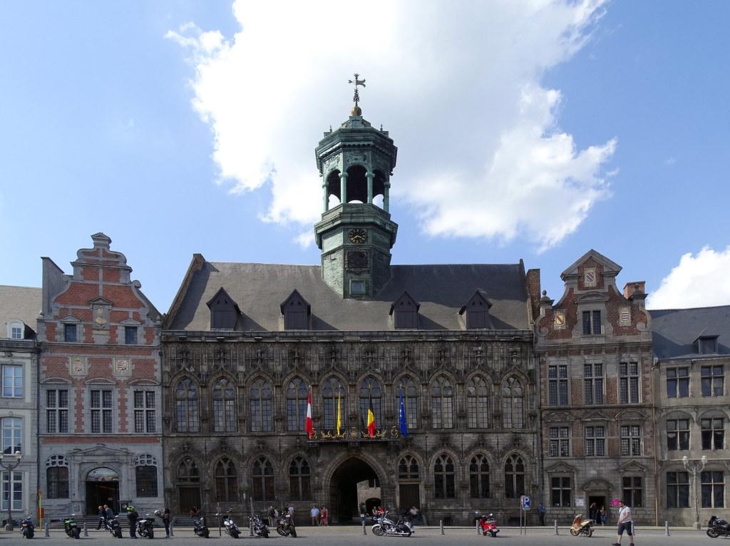 fachada edificio ayuntamiento en Gran Plaza de Mons Belgica 02
