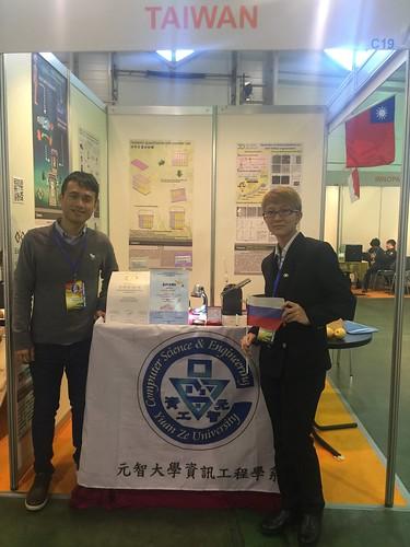 指導老師陳柏豪(左)與賴詩雨同學(右)