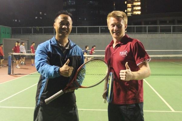 體育室林青輝主任(左) 元智管院外籍生康福迪(右) (2)