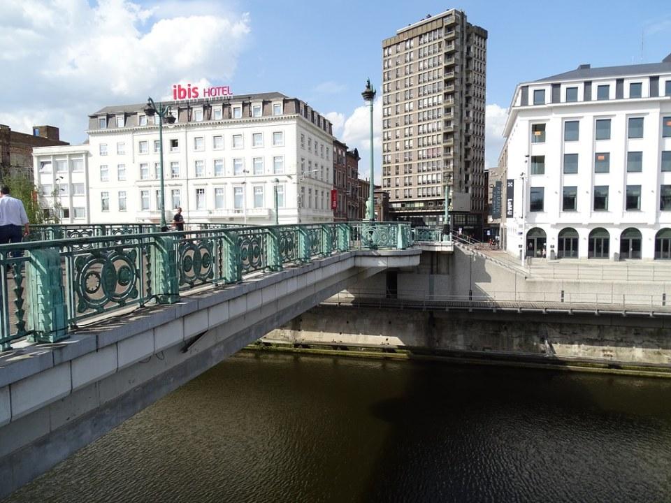 Puente Pont Roi Baudouin Charleroi Belgica
