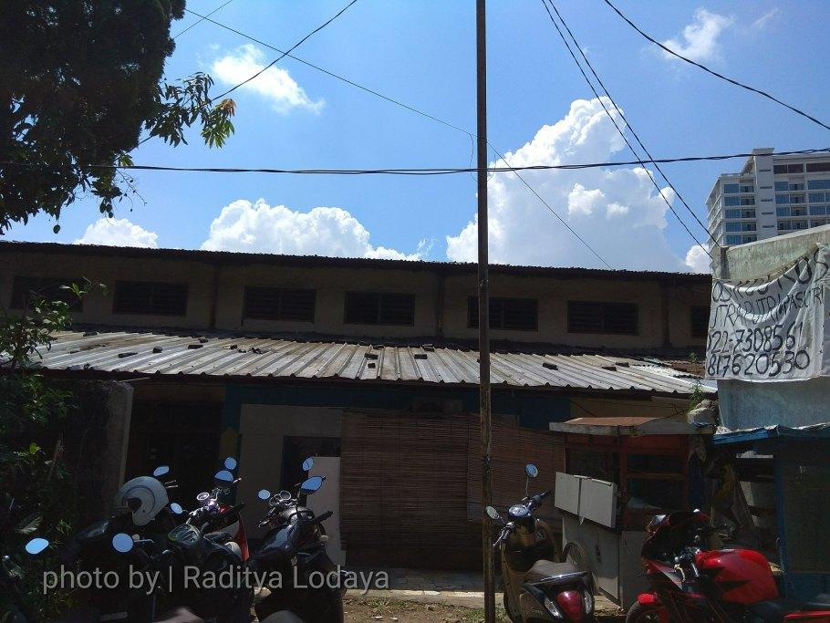 Foto Jalur Rel Mati Bandung (Kiaracondong Karees) 42 - Bangunan lama dekat Hotel Harapan Indah, bagian dari pergudangan Karees kah