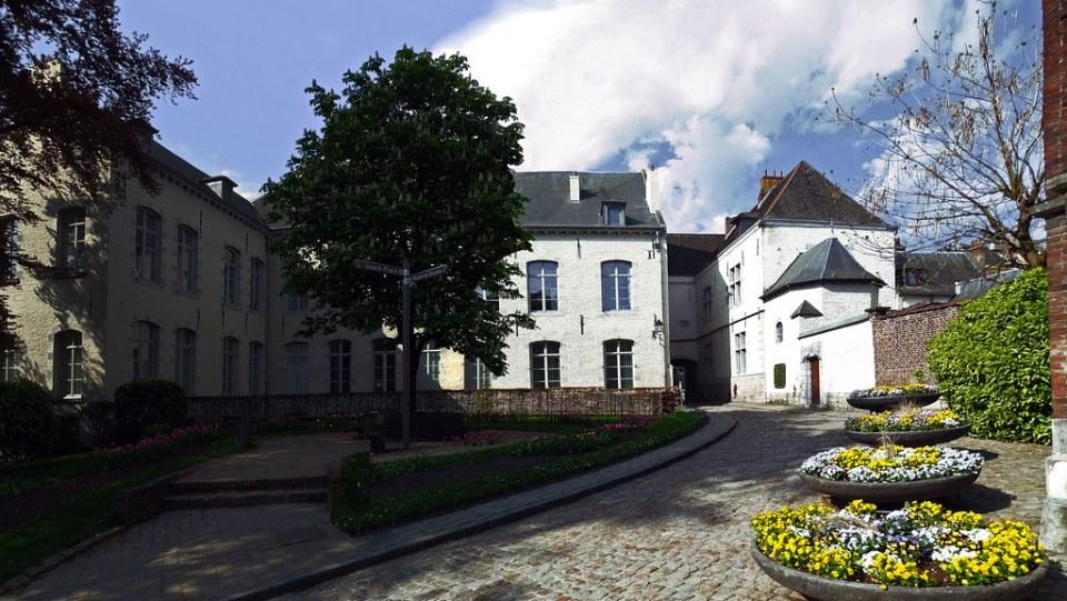 antiguo Hotel du Marquis de Gage en Jardin de Maieur o Mayeur Mons Belgica 02