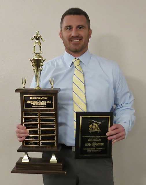 Apple Valley Coach Josh Barlage accepted the MWCA Class AAA Individual State Tournament Team Champion Award. 180428AJF0713