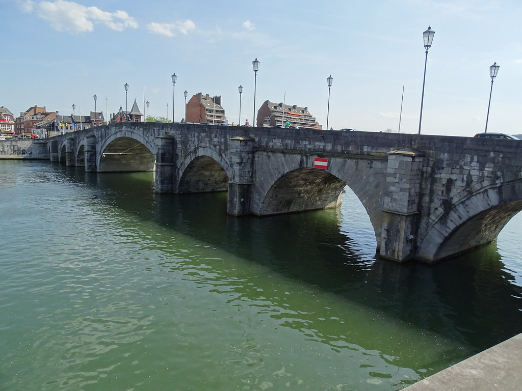 Puente de Jambes rio Mosa Namur Belgica 01