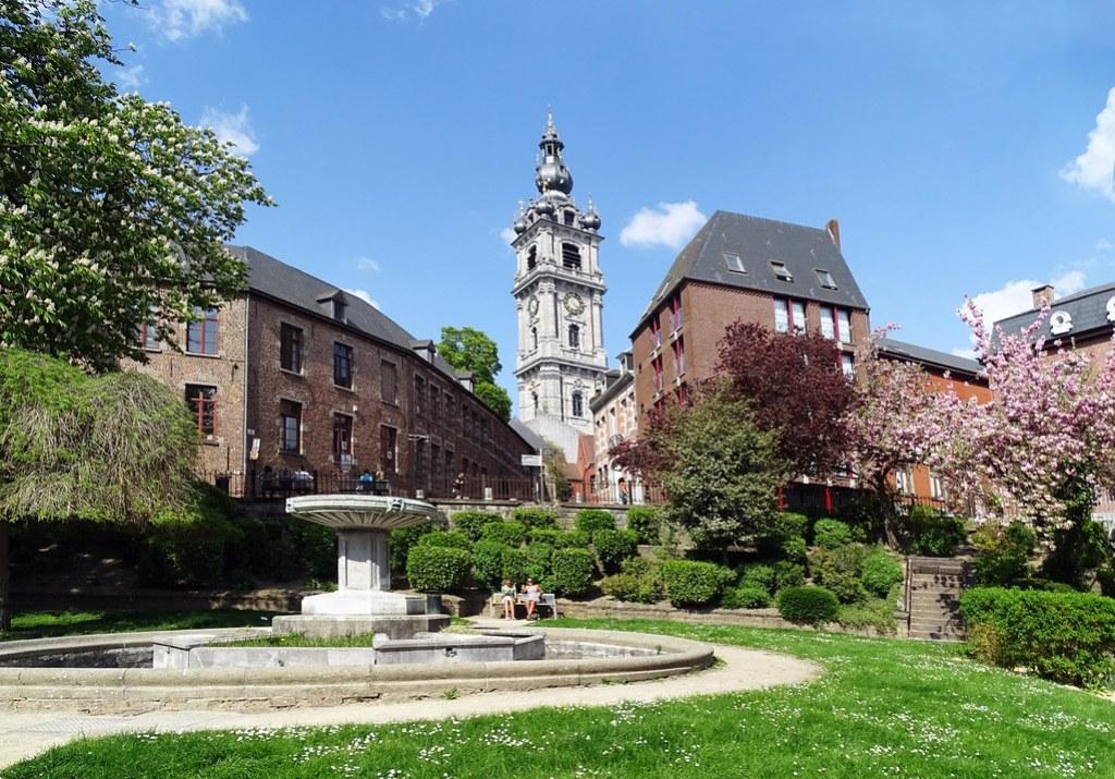 Campanario torre Le Beffroi Mons Belgica 01