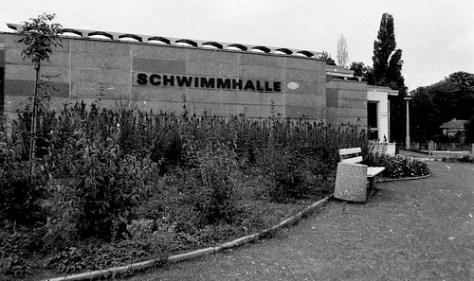 "MCB, Schwimmhalle Radebeul, 1985 <a style=""margin-left:10px; font-size:0.8em;"" href=""http://www.flickr.com/photos/18914704@N00/560091976/"" target=""_blank"">@flickr</a>"