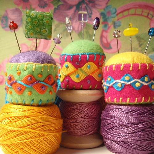tutorial: bottlecaps recycled into pincushions (2/2)