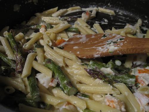 Asparagus - shrimp - feta pasta