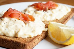 527__568xfloat=center_scrambled-eggs-with-salmon