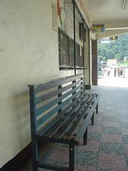 29.南庄客運總站月台的長條椅