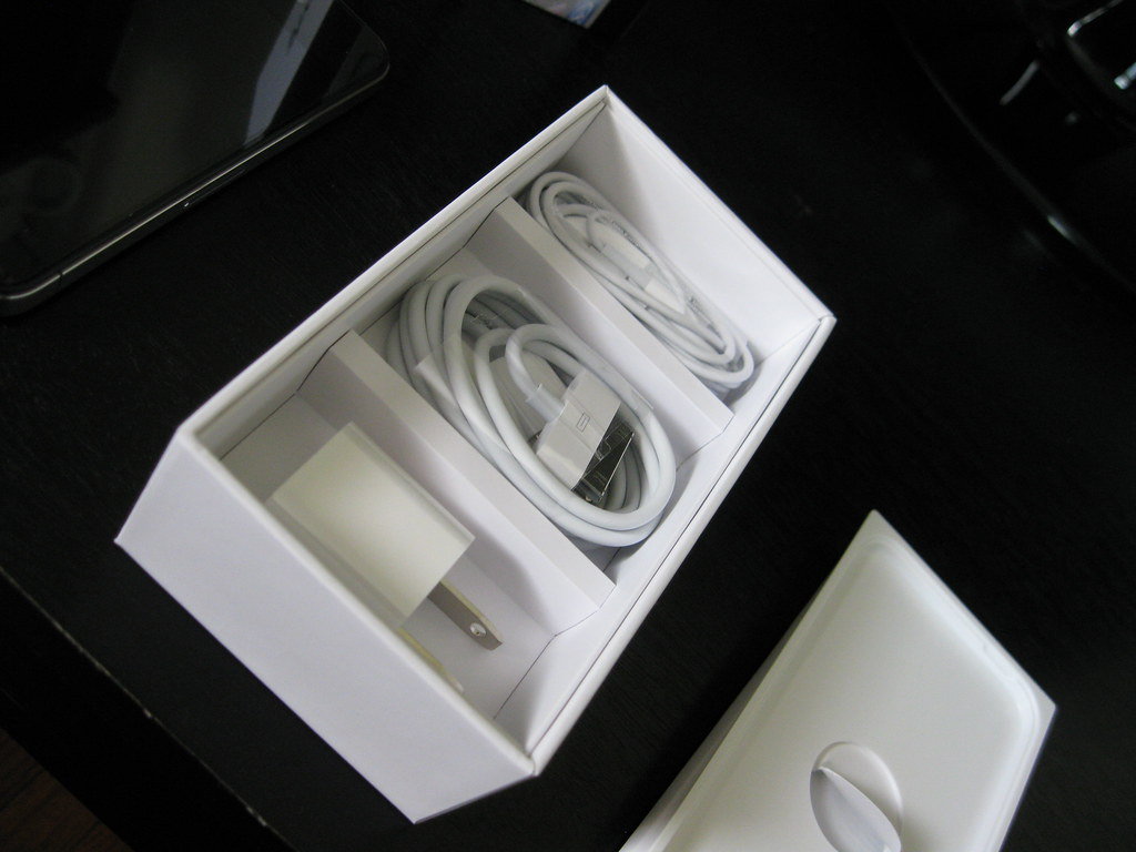iPhone 4 box contents