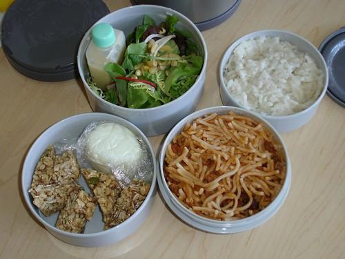 Mr Bento...mmm..cold salad & GF lunch =)