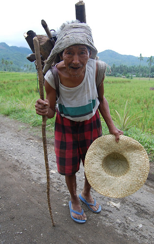 leyte woman firewood Pinoy Filipino Pilipino Buhay  people pictures photos life Philippinen  菲律宾  菲律賓  필리핀(공화�) Philippines