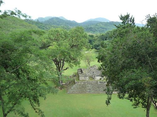 Blick von oben auf die Gran Plaza in Copan, Honduras