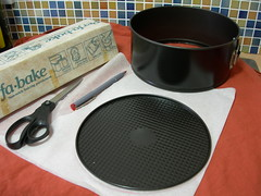 line the tin with greaseproof paper