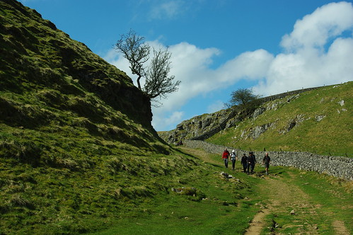 20100425-06_Descent into top of Cave Dale near Castleton by gary.hadden