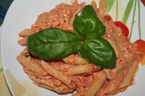 penne pomodoro pecorino basilico