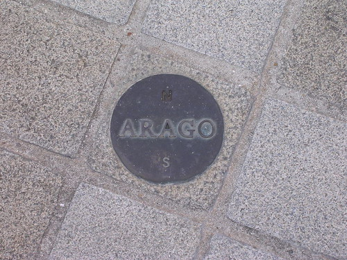 800px-Arago_medallion_Paris