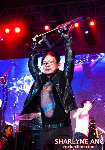 Francis Reyes with Rivermaya at the NU Rock Awards 2010 - 3