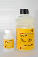 分 A 和 B 兩罐,使用前調配
