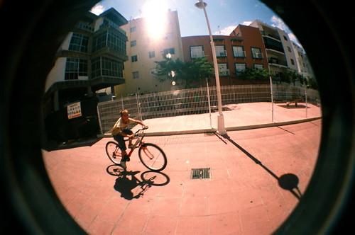 Niño con bicicleta