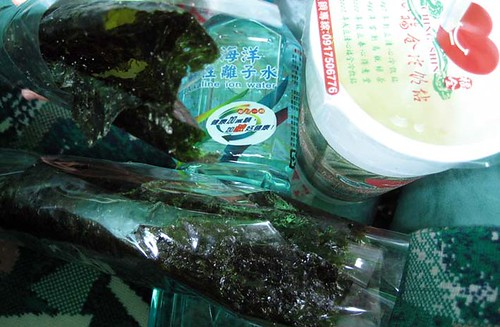 seaweed roll, watwe, yacult green tea/ 海苔捲, 鹼性水, 養樂多綠茶