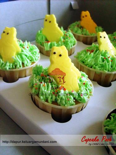 cupcake the pooh, pesan cupcake jakarta, pesan cupcake depok, dkm cakes, toko kue online jakarta