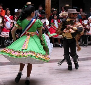 La cueca es el Baile Nacional de Chile...