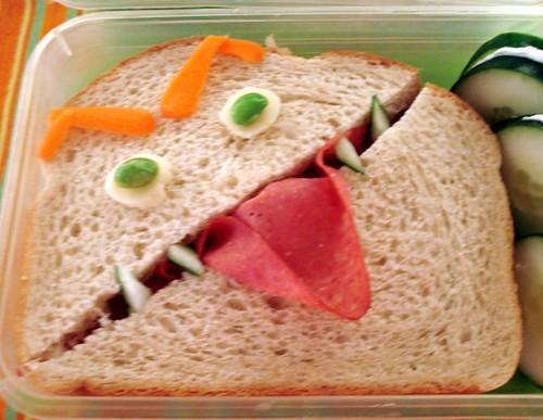 Sakurako Kitsa's Angry Sandwich