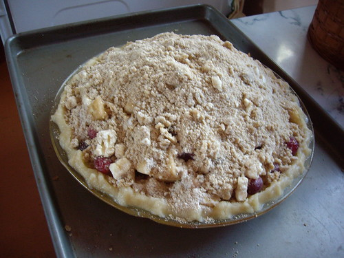 cran-apple crumb pie before baking