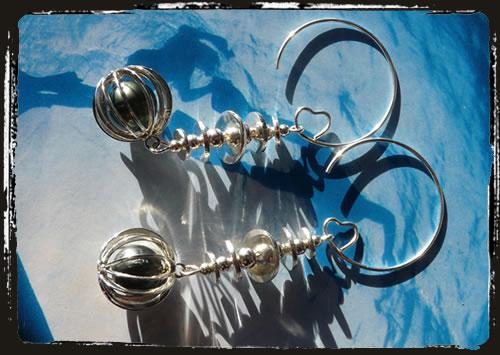 Orecchini perla verde in gabbia - Green pearl in a cage earrings MEHNPHC