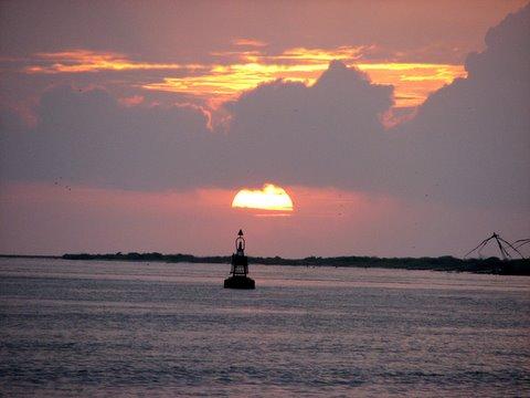 Sunset 260807 Kochi Taj Malabar buoy and chinese fishing nets