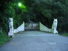 Los Gatos gate.  Photo by echoes71.