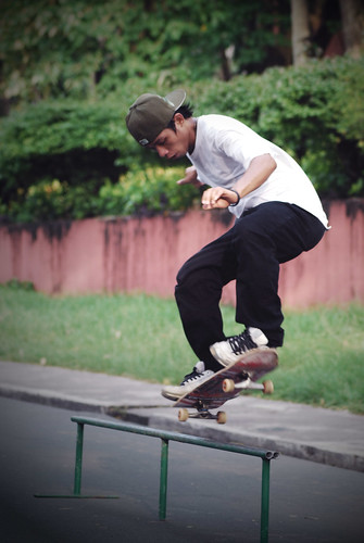 boy, skateboarding playing street Philippines Buhay Pinoy  Ngayon Filipino Pilipino  people pictures photos life Philippinen sports