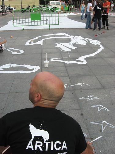 Artica Pintura, Miguel Gomez Losada realiza una intervención en una zona peatonal de Córdoba.