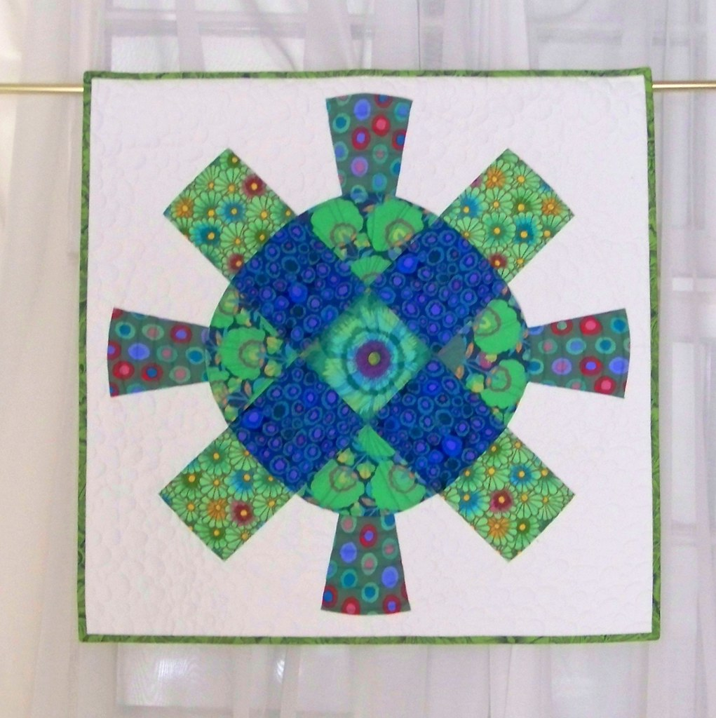 Mini quilt: cog and wheel pattern from denyse schmidt in blue-green