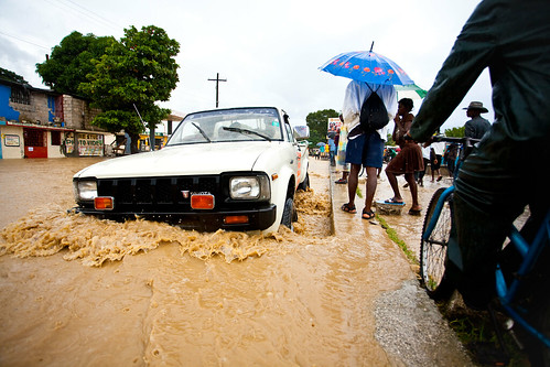 Car-Driving-in-Flood-Waters