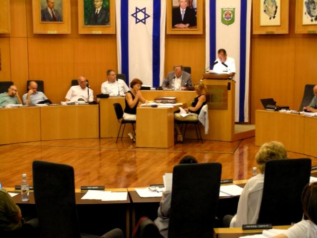 חולדאי בישיבת מועצת העיר