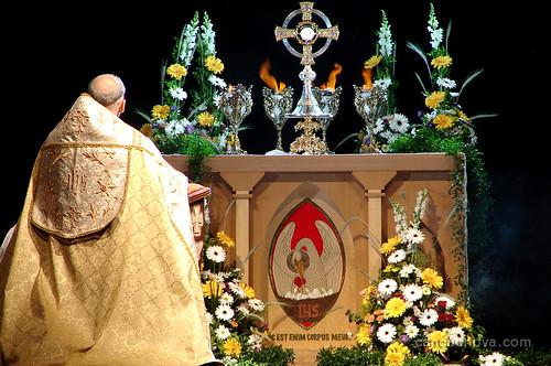 Adoração ao Santíssimo por Canção Nova.