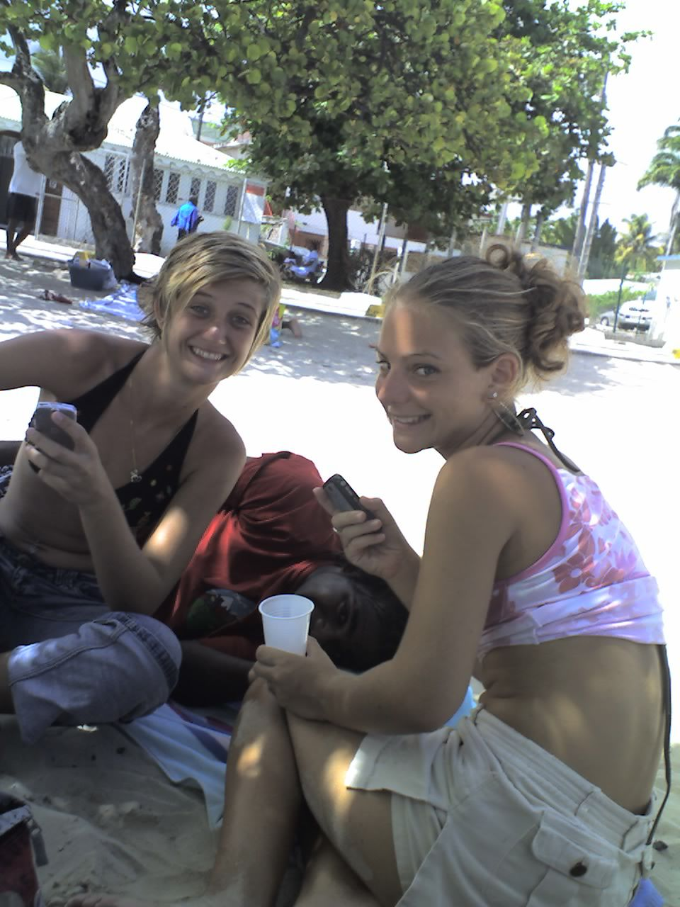Vacances 2007 - Plage du bourg - Lisa - Teddy - Justine