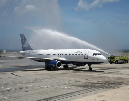 JetBlue's first Boston to Aruba flight touches down!