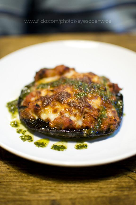 portabella pizza (chorizo/tomato sauce, mozzarella and basil sauce)