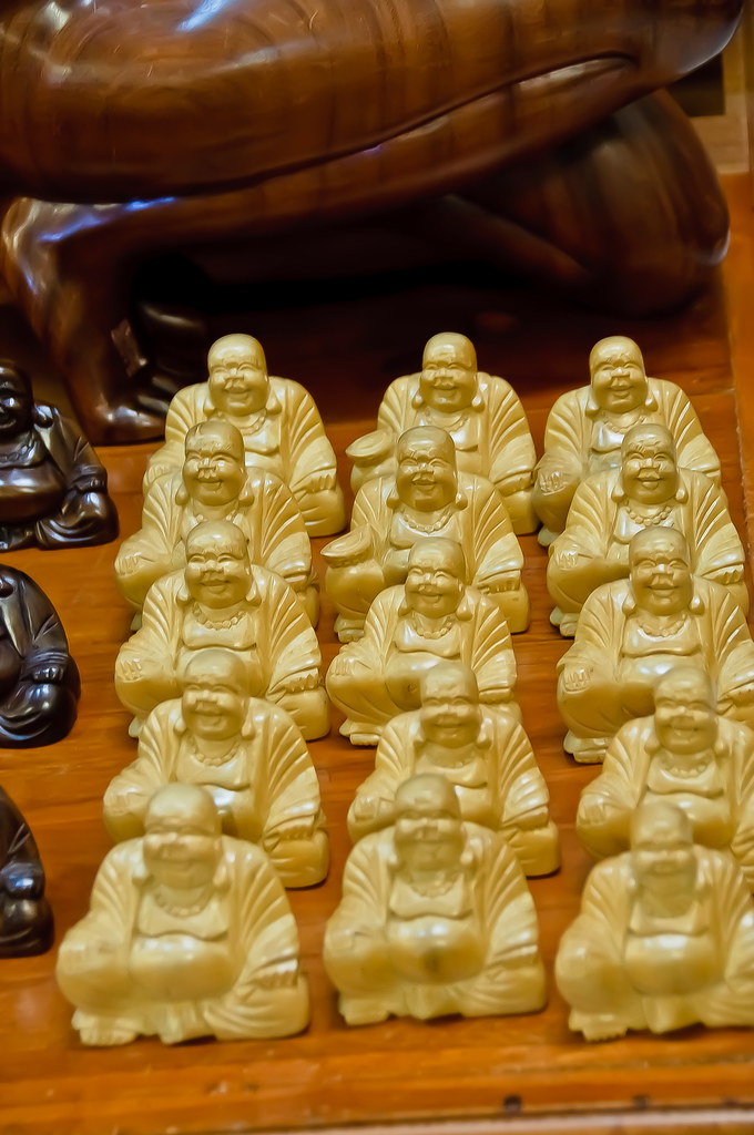 Wood carvings - Buddhas by the score