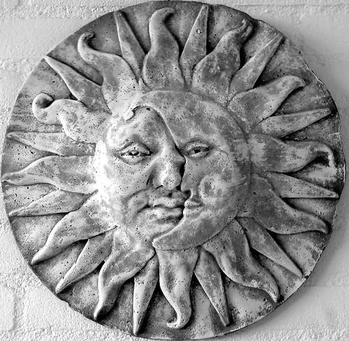 Sun-moon ceramic
